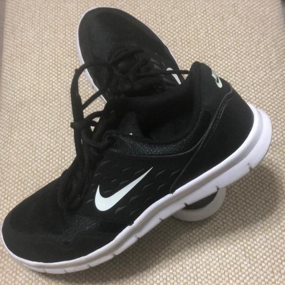 Nike Shoes | Black Nike Tennis Shoes